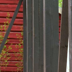 Stommen målas med offblack färg.