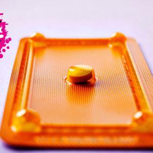 en nära bild på ett dagen efter piller i sin förpackning