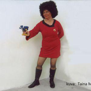 Taina Myllyharju esittää tähtilaiva USS Enterprisen viestintäupseeri Uhura sarjasta Star Trek.