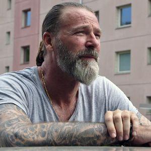 Dokumentissa seurataan Patrik Sjöbergin ja hänen terapeuttinsa keskusteluja.