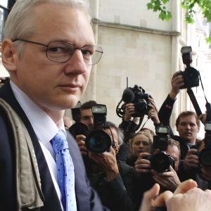 Oscar-palkittu dokumenttiohjaaja Laura Poitras seurasi yli kuusi vuotta Julian Assangea, Wikileaksin perustajaa.