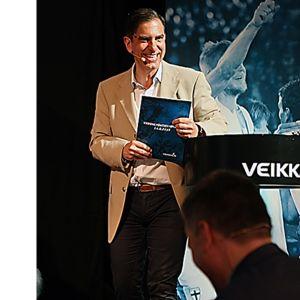 André Noël Chaker (v. 1993) on hankkinut vankan kokemuksen kansainvälisen urheilubisneksen huipulta.