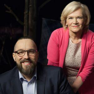 Toimittaja Anne Flinkkilän vieraana on näyttelijä ja pappi Johannes Lahtela, jonka isä kirjailija Markku Lahtela kuoli oman käden kautta.