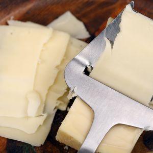 juustohöylä ja juustopala