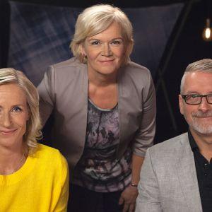 Poliisit Maija Aunio ja Marko Kilpi Anne Flinkkilän vieraina.