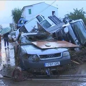 Bilar som svepts med av översvämningar på Mallorca