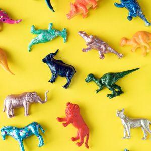 Muovisia eläinfiguureja.