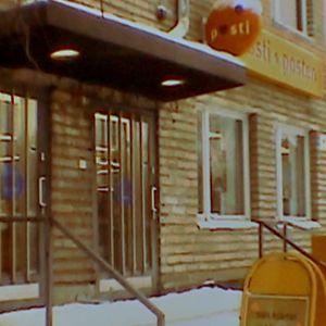 Postikonttori ulko-oven edustalta