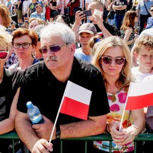 Puolaa johtavat tiukat oikeistopopulistit, jotka eivät piittaa EU:n tai oman opposition mielipiteistä.