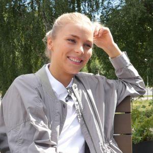 Näyttelijä Laura Allonen Uusi Päivä -sarjasta.
