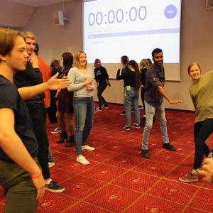 Ungdomar leker på en BRYC- ungdomskonferens i Kirkenes