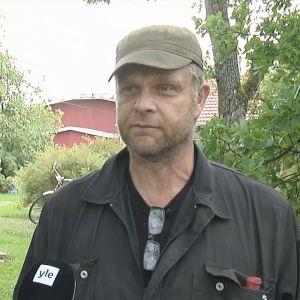 Granne till Airiston Helmis fastighet i Ybbersnäs i Pargas.