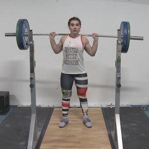 Jannike Bäckström på tyngdlyftningsträning