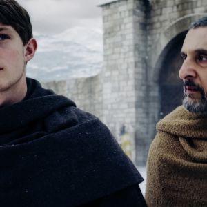 Draamasarjassa näyttelevät Damian Hardung ja John Turturro.