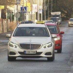 Taksi Porin kadulla