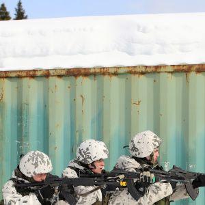 Jääkäriprikaatin varusmiehet harjoittelevat