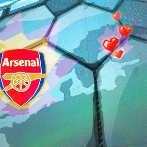 Jalkapallojoukkue Arsenal FC:n logo, taustalla jalkapallo ja kartta