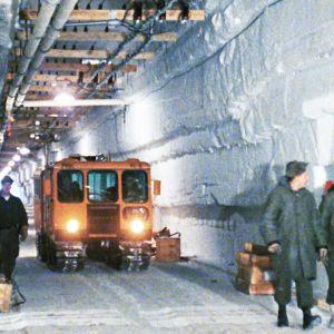 Kylmän sodan aikana Yhdysvaltain armeija kaivoi Grönlannin ikijäähän laajan tunneliverkoston.
