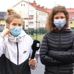 koululaisia maskit kasvoilla Laihialla