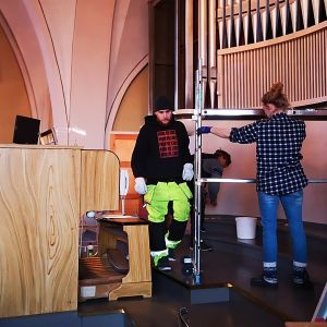 Kemin kirkon urkuja puretaan peruskorjausta varten.