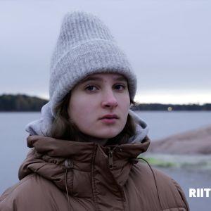 Kuvassa on Riittämättömät-sarjan Anni.