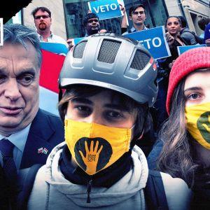 Kaksi protestoivaa opiskelijaa ja Unkarin päämnisteri Viktor Orbán.