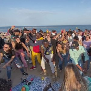 Fest på stranden i Barcelona 2.4.2021