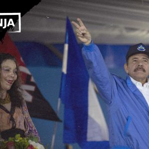 Rosario Murillo ja Daniel Ortega esiintyvät kansalle