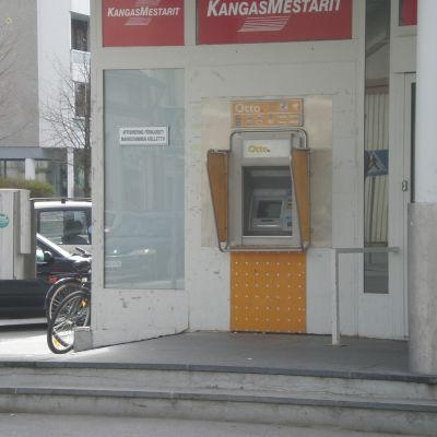Bankautomat i centrum av Jakobstad där misshandeln skedde natten mot måndag
