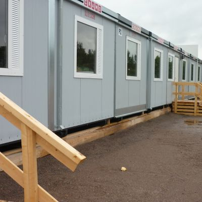Kvarnbackens skolas barackklassrum, färdigt uppradade för skolstart.