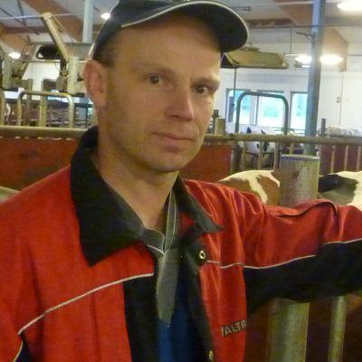 Kristian Westerholm på sin ladugård i Ingå