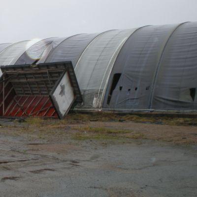 Rivningsmogna hallar på depåområdet i Staffansnäs