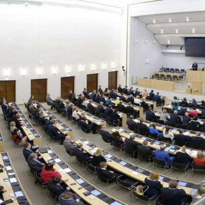 Eduskunta kokoontuu Sibelius-Akatemian tiloissa Helsingissä.