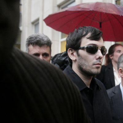 Martin Shkreli kävelee kadulla New Yorkissa.