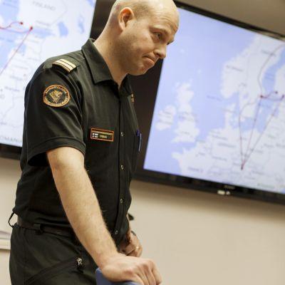 Rasmus Friman kertoo merivartioston tutkinnasta Turun satamassa