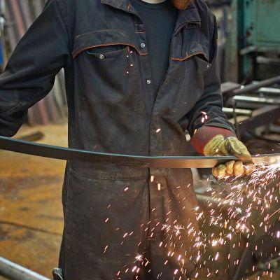 Metallimies työssään