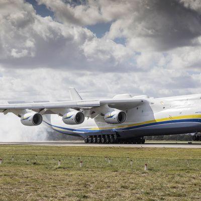 Maailman suurin lentokone Antonov An-225 laskeutui ensimmäsitä kertaa Australian maaperälle Perthissä.