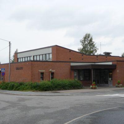 Nilsiän kirjastotalo ulkoa