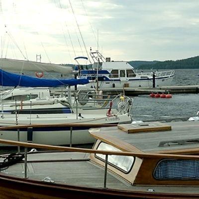 Korpilahden satamassa veneitä.