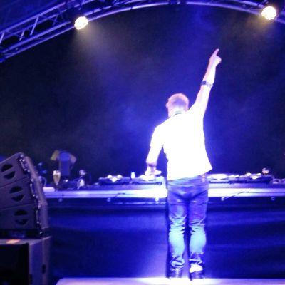 Hollantilainen dj-tuottaja Armin van Buuren esiintymässä Weekend Balticin päälavalla perjantaina.