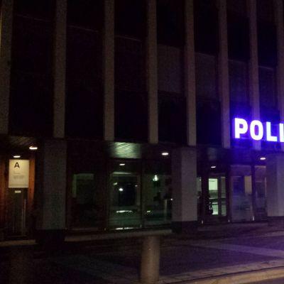 poliisilaitoksen kyltti