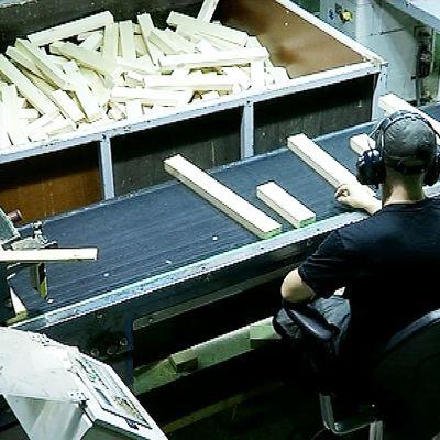 Kurikka Timberin tehtaassa Suolahdessa valmistetaan pääasiassa ikkuna-aihioita.
