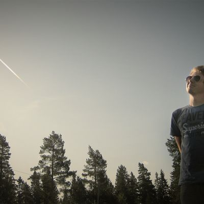 Myrskybongari Joni Rinta-Möykky tuntee taivaankannen sääilmiöt.