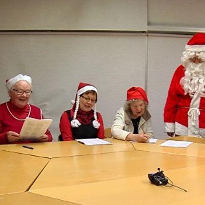 Saarijärven murrekerho on sanoittanut joulupukkilaulun uudelleen.