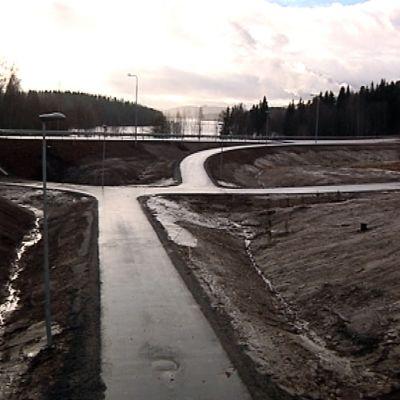 Osa Jyväskylän Kuokkalaan valmistuvaa kehätietä, Tikanväylää.