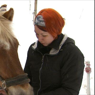 Hanna  ja hevonen.