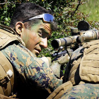 Yhdysvaltain merijalkaväen tarkka-ampujat harjoittelevat Romaniassa