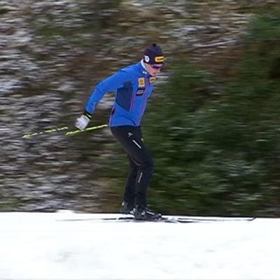 Matti Heikkinen ensilumenladulla Jyväskylässä.