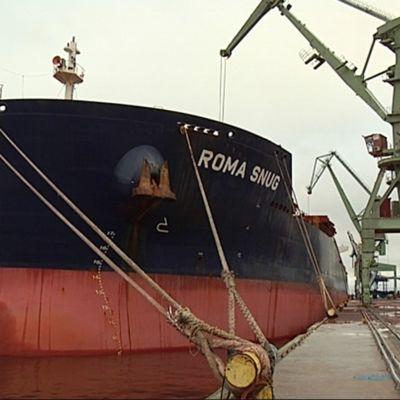 Roma Snug on leveydeltään ja kantavuudeltaan suurin koskaan HaminaKotkan satamassa käynyt alus.