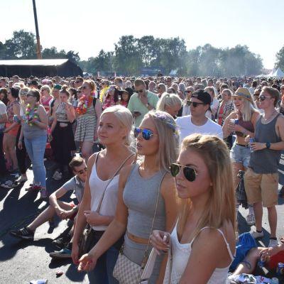 yleisöä festivaaleilla